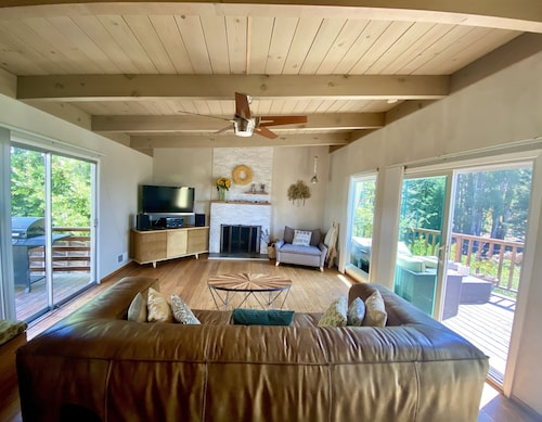 Berkeley Hills Mid-century Home, With Bay & Forest Views; Next to Trails
