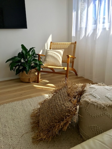 Room, Calm and Coastal Self Contained Unit in the Heart of Merewether