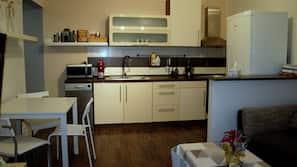 Mikrobølgeovn, ovn, opvaskemaskine, kaffe-/temaskine