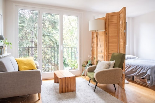 Hostnfly Apartments - Superb Bright Studio Near the Bois de Vincennes