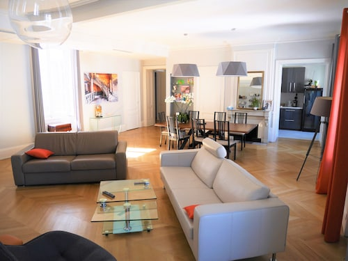 Nice apt in Lyon, Parking + air Conditioning