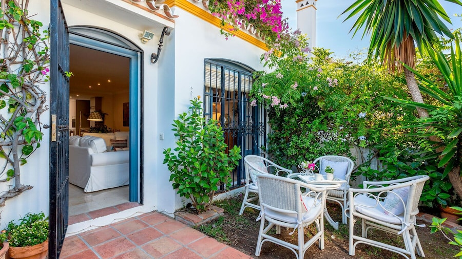 3 Bdrs Apartm With Private Terraces & Communal Swimming Pool in Estepona. Benamara II