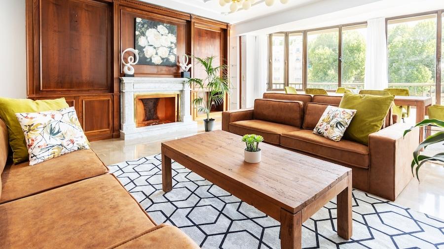 Fabulous 3 Bd Apartment Great Location. Puerta Real