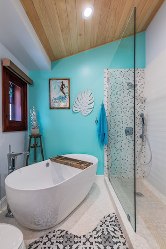 Bathroom, North Shore/waialua - Large Estate Home W/resort-style Pool, Steps to Beach!