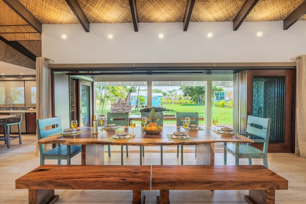 Private Kitchen, North Shore/waialua - Large Estate Home W/resort-style Pool, Steps to Beach!