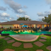 North Shore/waialua - Large Estate Home W/resort-style Pool, Steps to Beach!