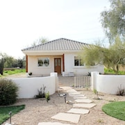 Guest House:  Private, spacious, great location in Cave Creek!
