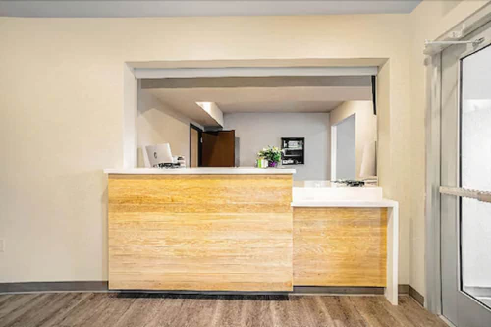 Reception, WoodSpring Suites Tamarac