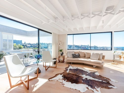 Tamarama Coastal Beauty by Onefinestay
