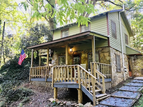 Adorable 1950s 2 BR w/ the Sound of Rushing Rainbow Creek From Front Porch!