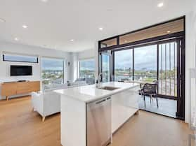 Takapuna Contemporary 2BR w/Carpark