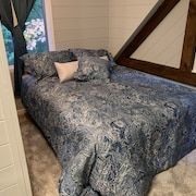 Comfortable one Bedroom Bnb, Attached Full Bathroom. Quechee Lakes Amenities