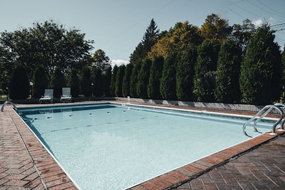 Outdoor Pool, Rest - a Modern Motel