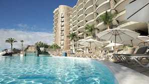 4 outdoor pools, open 9:00 AM to 6:30 PM, pool umbrellas, pool loungers