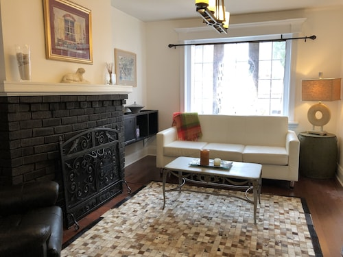 Charming 3BR W/backyard AND Fireplace