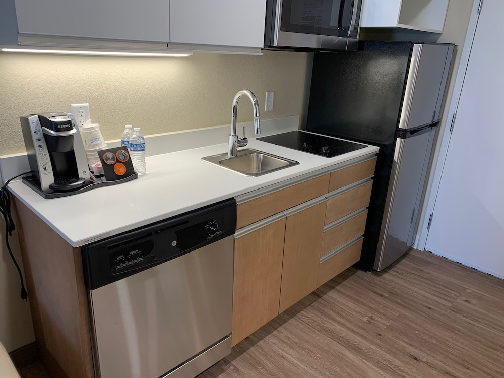 Shared Kitchen, Hawthorn Suites by Wyndham Monahans