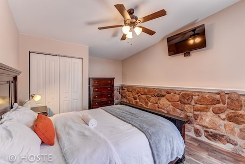 Mtn Dream! Fireplace, Patio & Hot Tub 4BR
