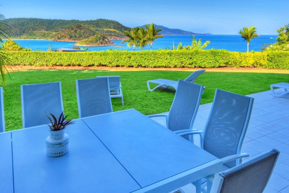 Outdoor Dining, Bella Vista East 3 Luxury Ocean Views Large Flat Grassed Area + Buggy