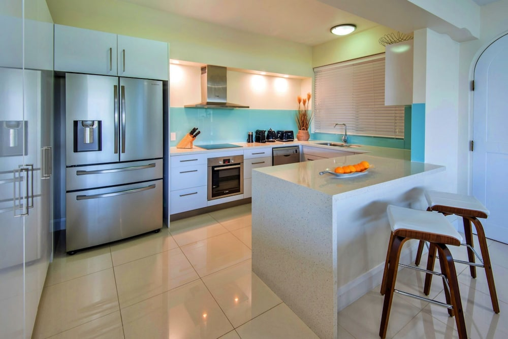 Private Kitchen, Bella Vista East 3 Luxury Ocean Views Large Flat Grassed Area + Buggy