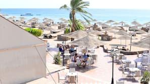 Privatstrand, Sonnenschirme, Strandtücher