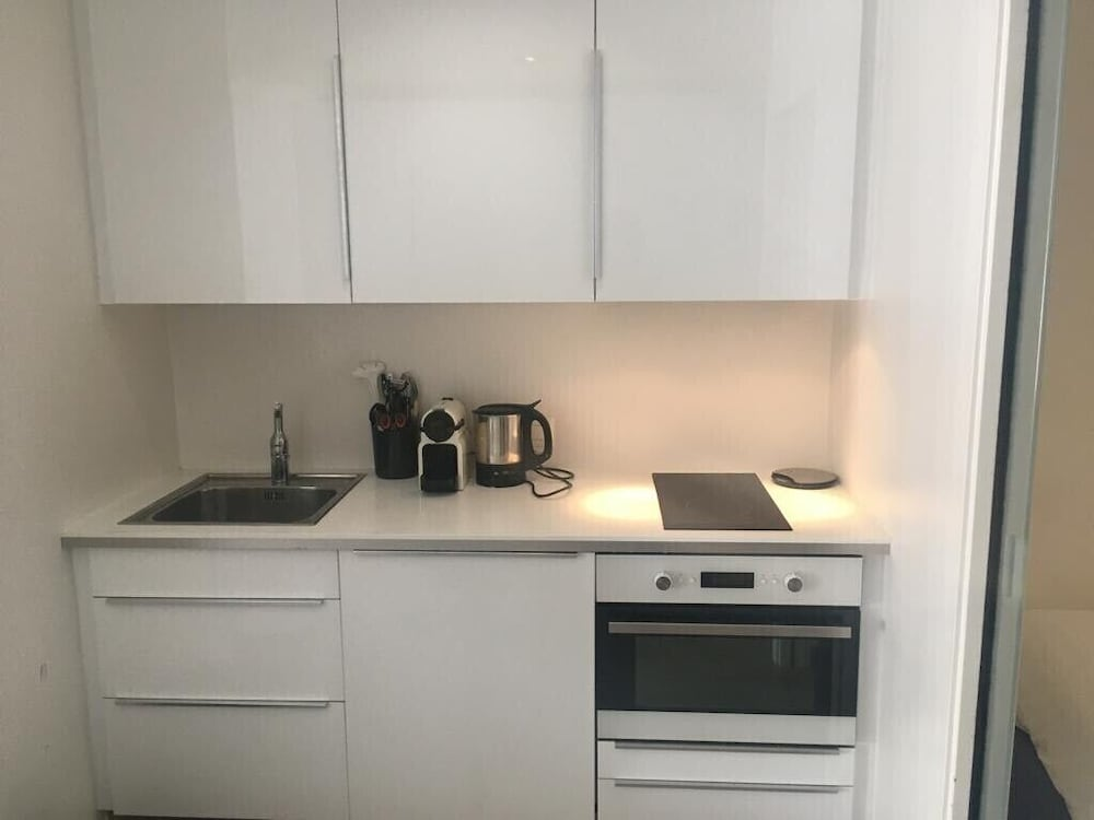 Private Kitchen, Cozy one Bedroom/studio in Center old Town 2 min From Lake