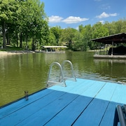 Lake House on Lake Barkley. Has Private Dock. Conviently Located in Town