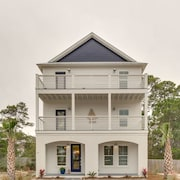 Captains Retreat is Located Walking Distance to 30A and the Gulf of Mexico