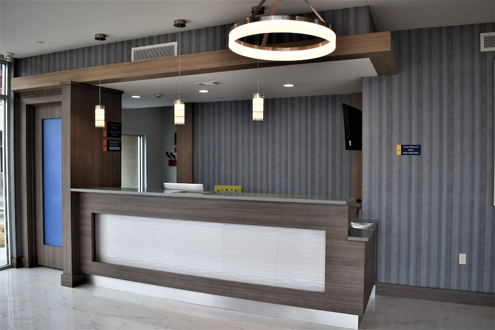 Reception, Days Inn & Suites by Wyndham Downtown/University of Houston