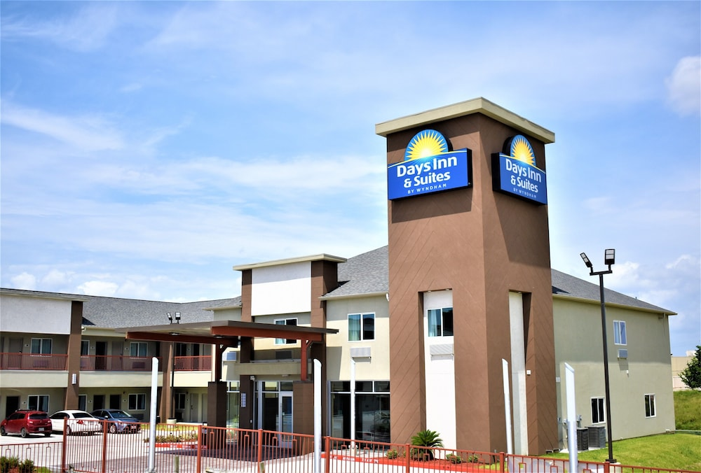 Exterior, Days Inn & Suites by Wyndham Downtown/University of Houston