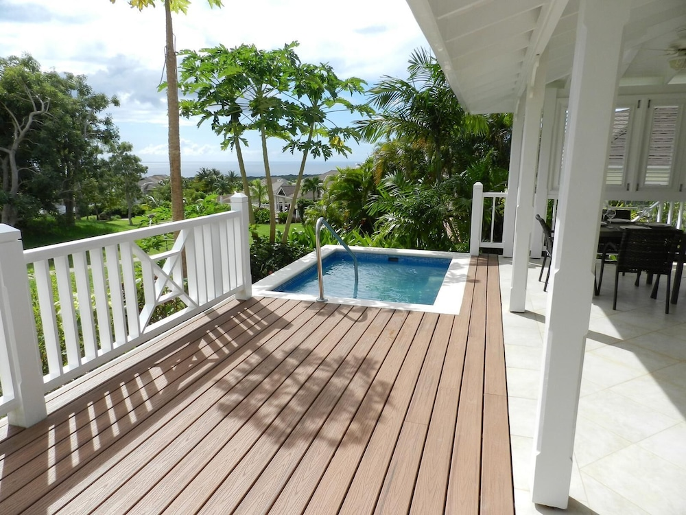 Balcony, Stunning 2 Bedroom villa with Plunge Pool and Sea view