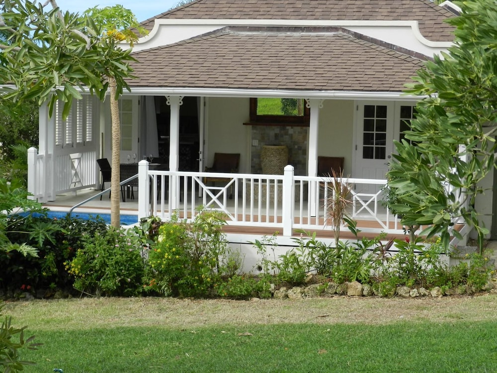 , Stunning 2 Bedroom villa with Plunge Pool and Sea view
