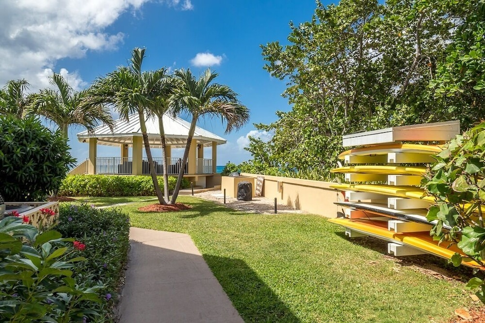 Property Grounds, Poinsettia Luxury Condo on Seven Mile Beach