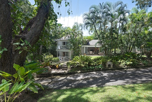 New Listing 2 Bdrm Cottage in Sandy Lane w/ Private Beach Access