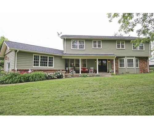 Raven Fox Farm-country Charm! 5 BR Only 8 Miles From Keeneland and BG Airport
