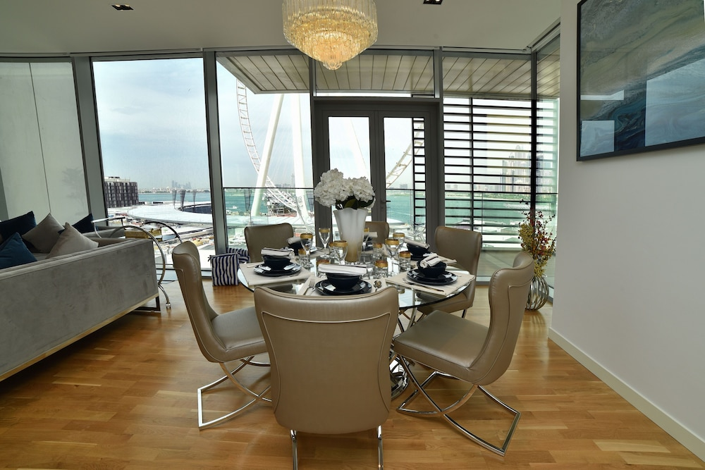 In-Room Dining, 4BR Apt on Bluewater Island