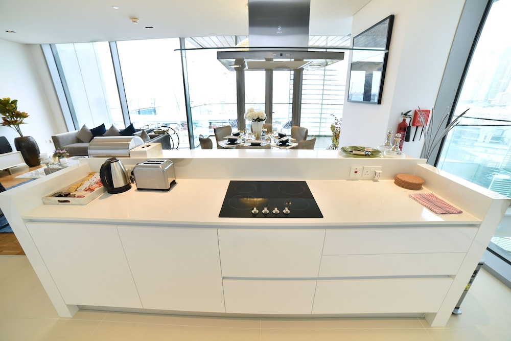 Private Kitchenette, 4BR Apt on Bluewater Island