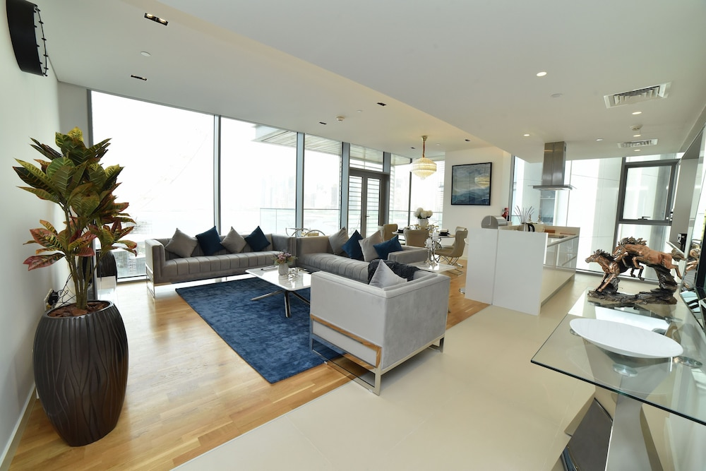 Living Area, 4BR Apt on Bluewater Island