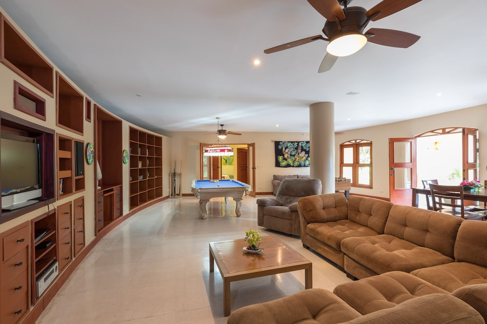Living Room, Private Luxury Jungle House! - Newly Renovated