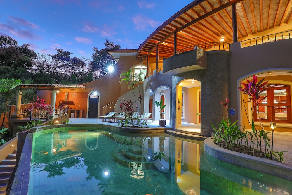 Pool, Private Luxury Jungle House! - Newly Renovated