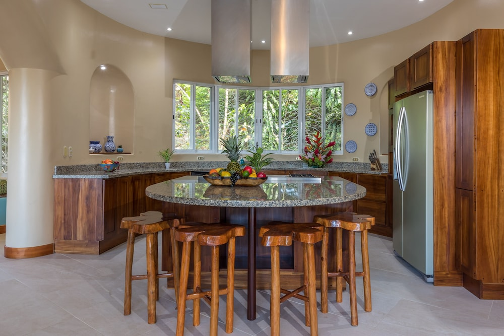 Private Kitchen, Private Luxury Jungle House! - Newly Renovated