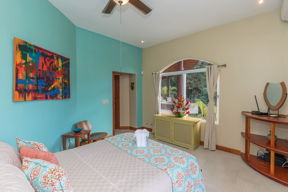 Room, Private Luxury Jungle House! - Newly Renovated