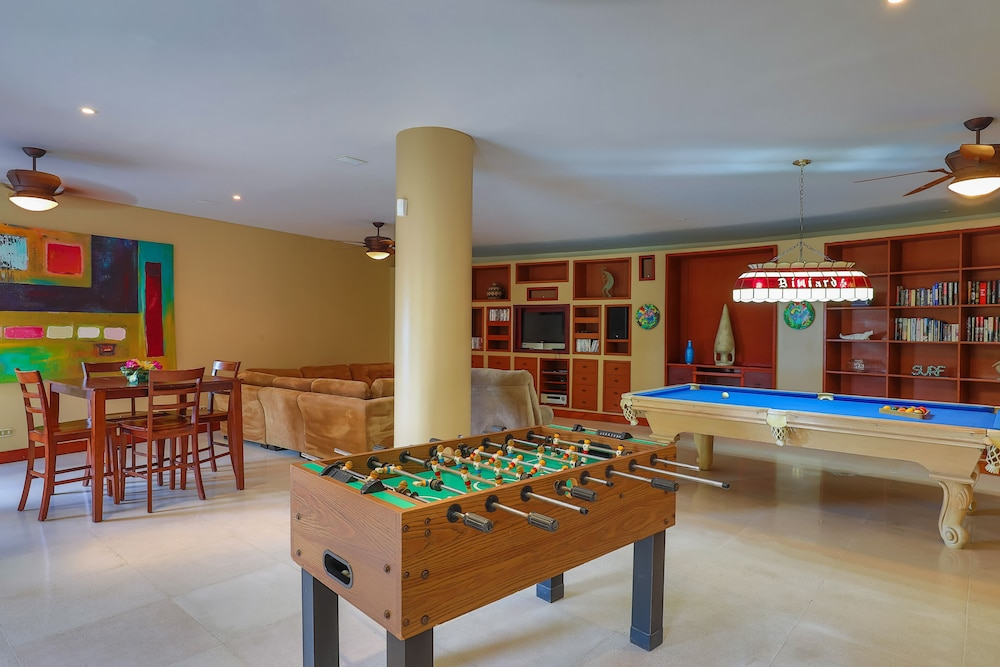 Game Room, Private Luxury Jungle House! - Newly Renovated