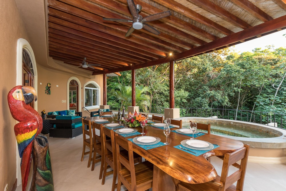 , Private Luxury Jungle House! - Newly Renovated