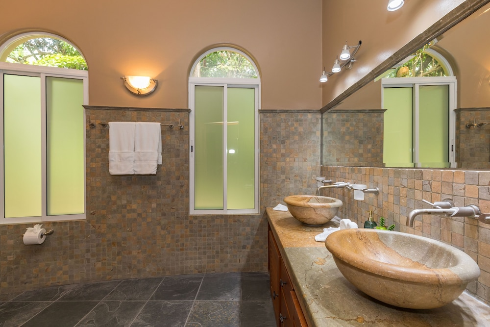 Bathroom, Private Luxury Jungle House! - Newly Renovated