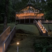 Hiwassee Hideaway - Lakefront, Covered Dock, Quiet Cove, Breathtaking Views.