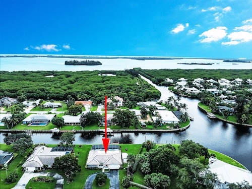 House at Manatee Cove With Boat Dock and Pool-fishermen and Boaters' Paradise!!