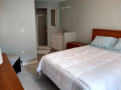 Venetian Palms 1st. Floor 2bdrm/ 2 Bath