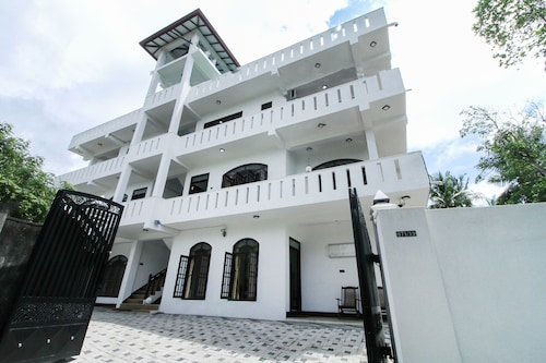 OYO 407 Royal Rich Villa