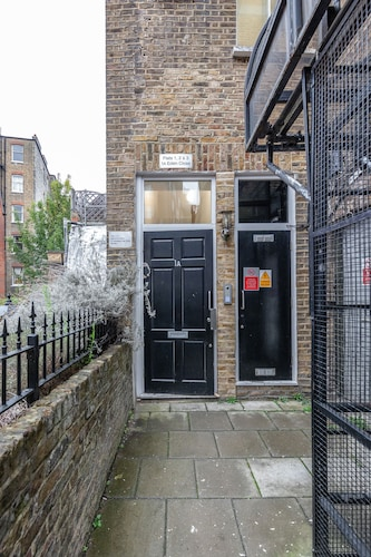 Stylish 3 Bed 3 bath in Kens High St