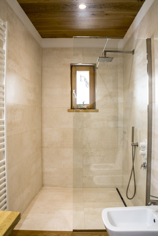 Bathroom Shower, B&B Terre Aromatiche